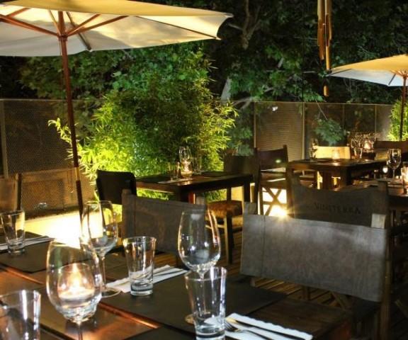 Los jardines terrazas y decks de mendoza alicia sister for Oferta terraza y jardin